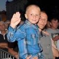 dziecko na koncercie